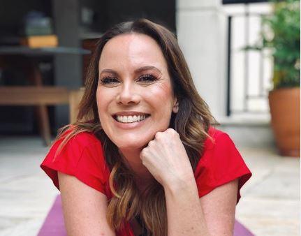A famosa apresentadora do Mulheres da Gazeta, Regina Volpato fez com que os seus seguidores fossem à loucura ao compartilhar clique ousado nas redes sociais (Foto: Reprodução/Instagram)