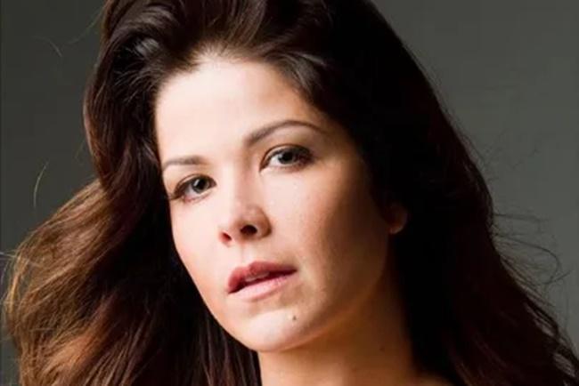 Samara Felippo, contratada da Record TV, foi internada em hospital (Foto: Reprodução)