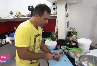 Schubert, participante do Jogo de Panelas no Mais Você, tem voz parecida com a do presidente Jair Bolsonaro (Foto: Reprodução/TV Globo),