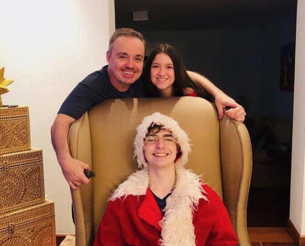 Filha de Gugu Liberato, Sofia postou homenagens ao pai na web