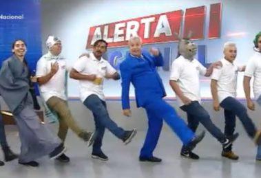 Sikêra Jr. e seu elenco no Alerta Nacional (foto: reprodução/RedeTV!)