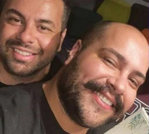 Tiago Abravanel ao lado do suposto namorado (Foto: Reprodução)