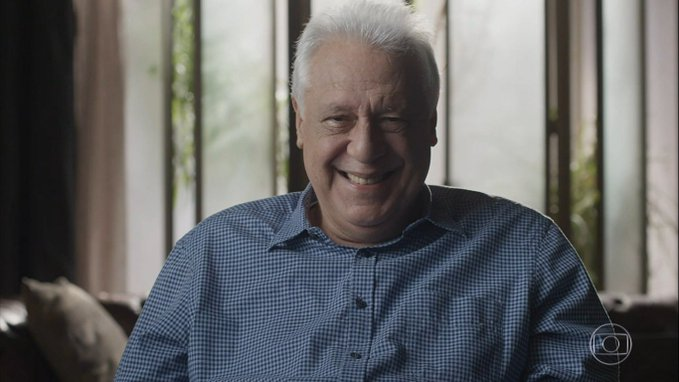 Alberto grava a sua despedida em cena final do penúltimo capítulo de Bom Sucesso