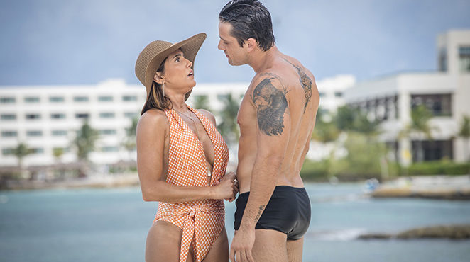 Alexia e Renzo em cena caliente da novela das sete (foto: divulgação/TV Globo)