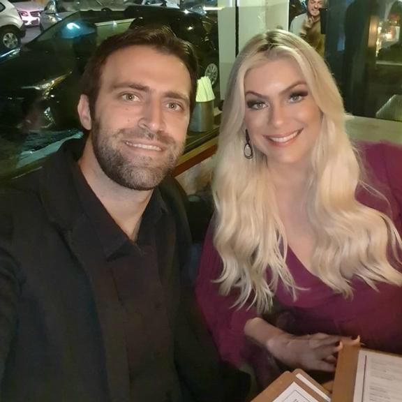 denilson Renata Fan e o namorado Átila Abreu (Reprodução)