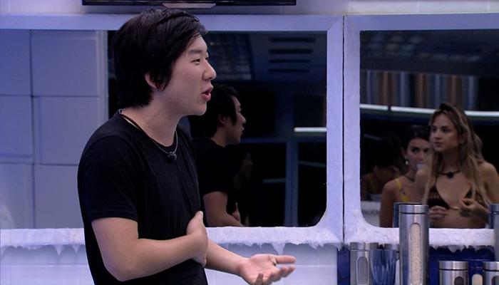 Pyong Lee dormiu demais e foi punido por não fazer o Raio-X no BBB20 (Foto: Reprodução/Globo)