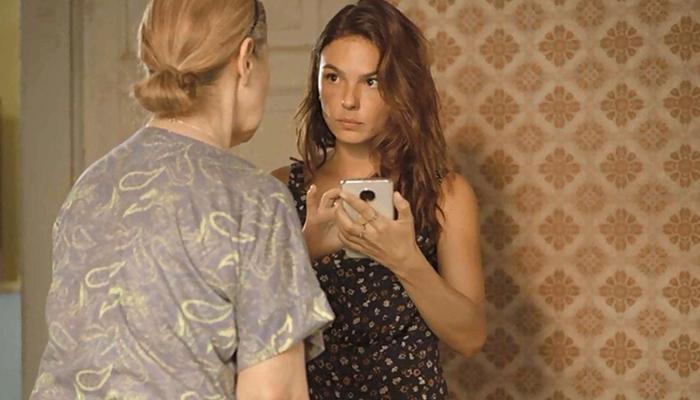 Betina (Isis Valverde) fará descoberta sobre o passado do irmão em Amor de Mãe (Foto: Reprodução/Globo)
