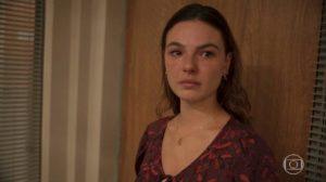 Betina fica indignada com Magno em Amor de Mãe