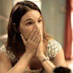 Betina (Isis Valverde) descobre segredo do irmão em Amor de Mãe (Foto: Reprodução/Globo)