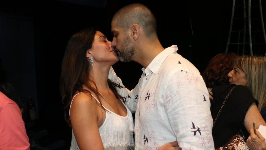 Bruno Cabrerizo e Carol Castro na nova peça (Foto: Rogerio Fidalgo/ AgNews)