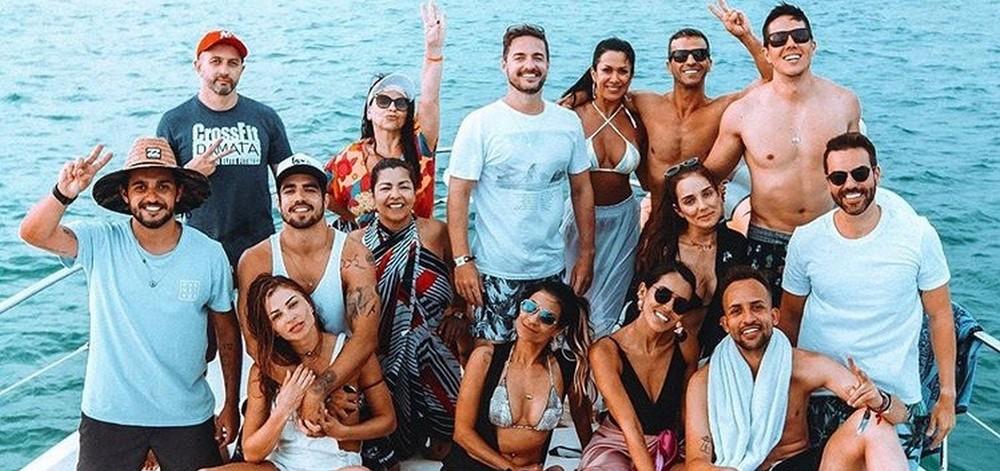 Caio Castro também deixou a mão boba agir; clique do ator com Grazi mostra ele segurando o peito da atriz
