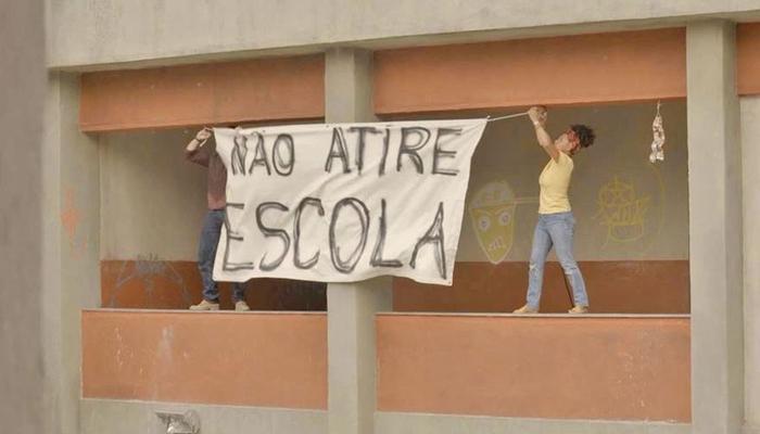 Camila (Jéssica Ellen) e Danilo (Chay Suede) em cena de Amor de Mãe (Foto: Reprodução/Globo)