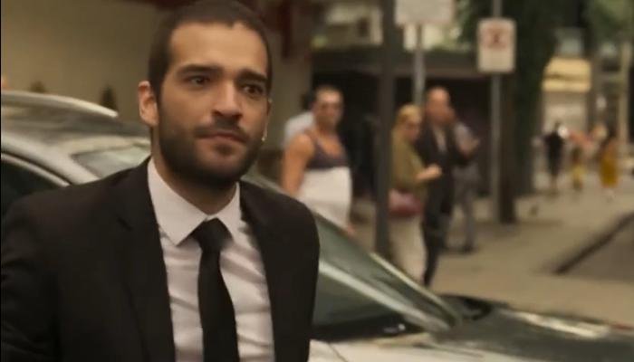 Sandro (Humberto Carrão) vai descobrir que é filho de Vitória em Amor de Mãe (Foto: Reprodução/Globo)