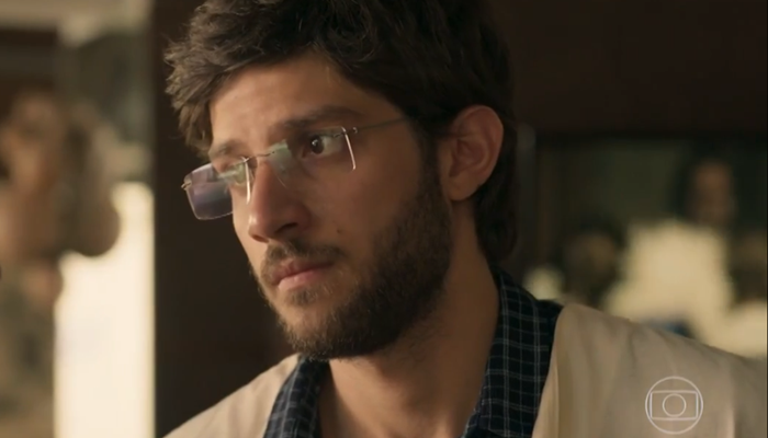 Danilo (Chay Suede) vai se desesperar com segredo da mãe em Amor de Mãe (Foto: Reprodução/Globo)