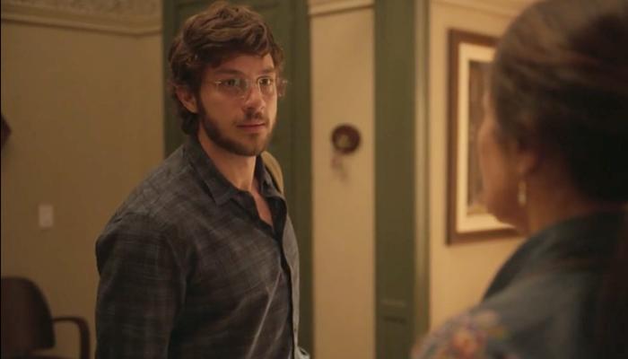 Danilo (Chay Suede) ficará pirado após decisão da mãe em Amor de Mãe (Foto: Reprodução/Globo)