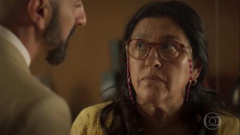 Regina Casé (Lurdes) em cena de Amor de Mãe, que novamente teve menos ibope que Bom Sucesso (Foto: Reprodução/Globo)