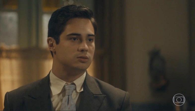 Carlos (Danilo Mesquita) ajudará a mãe a quitar dívida da casa após morrer em Éramos Seis (Foto: Reprodução/Globo)