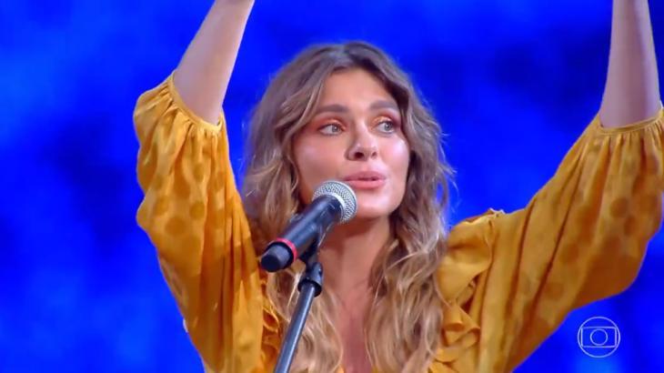 Carolina Dieckmann cantou no Caldeirão do Huck, mas não agradou (Foto: Reprodução/Globo)