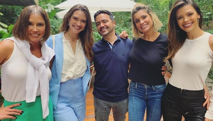 O autor Daniel Ortiz com as protagonistas de Salve-se Quem Puder (Foto: Reprodução/Instagram)