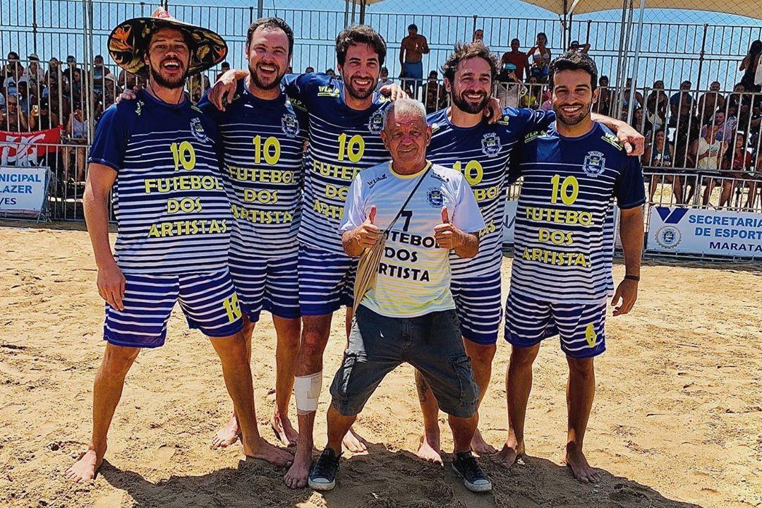 Danilo Sacramento compartilhou imagens ao lado de Sérgio Guizé e outros globais (Foto: Reprodução/Instagram)