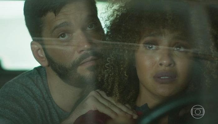 Diogo (Armando Babaioff) e Gisele (Sheron Menezzes) vão morrer em incêndio em Bom Sucesso (Foto: Reprodução/Globo)