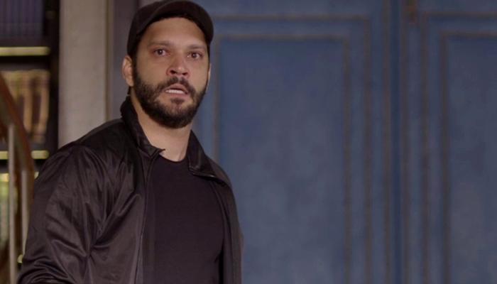 Diogo (Armando Babaioff) dará de cara com Alberto nas cenas finais da novela Bom Sucesso (Foto: Reprodução/Globo)