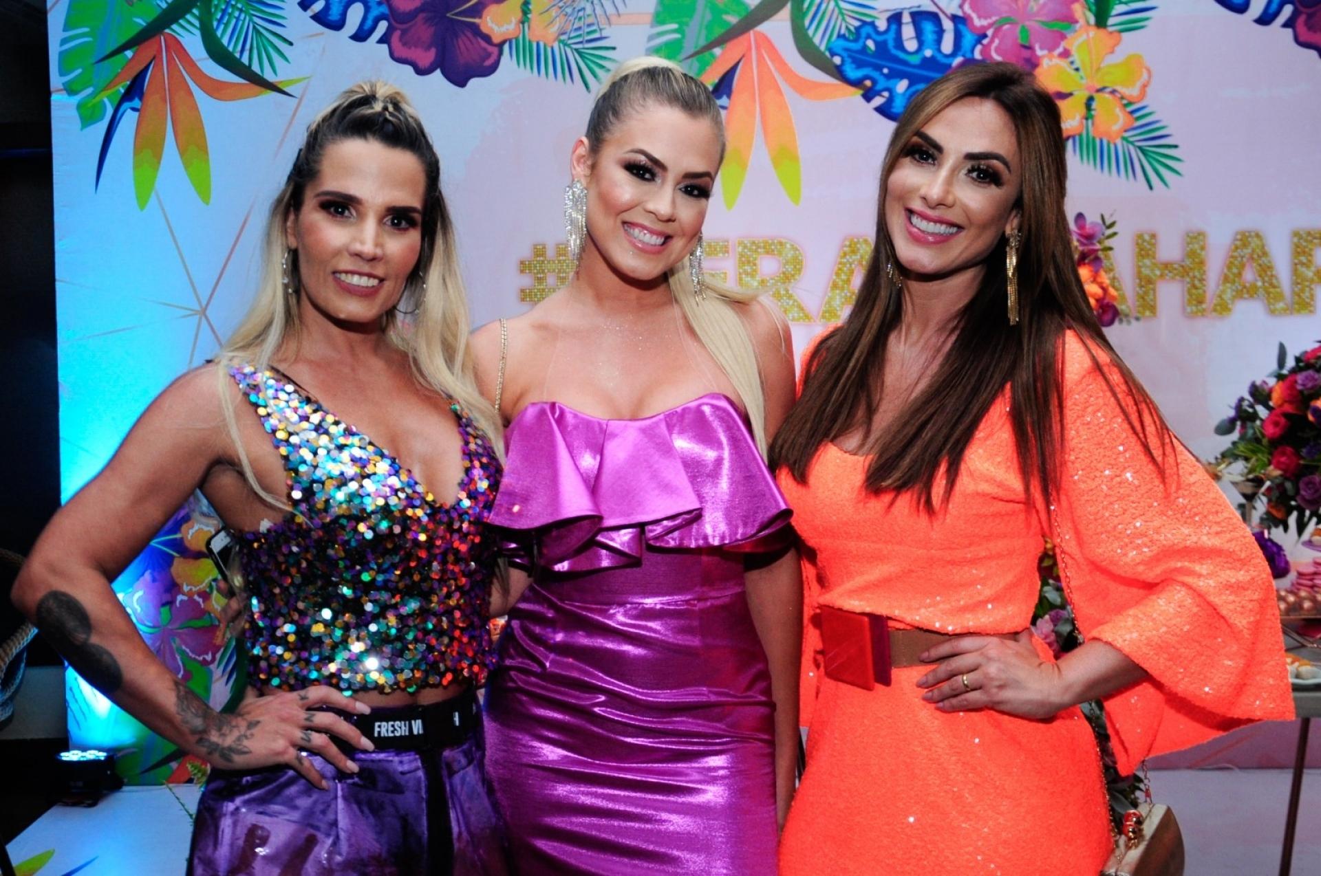 Nicole Bahls foi destaque na festa de Hariany Almeida. Foto: AgNews