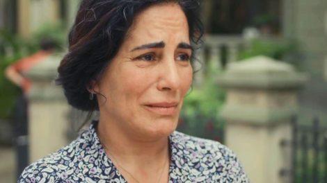 Lola (Gloria Pires) vai se desesperar com abandono da filha em Éramos Seis (Foto: Reprodução/Globo)