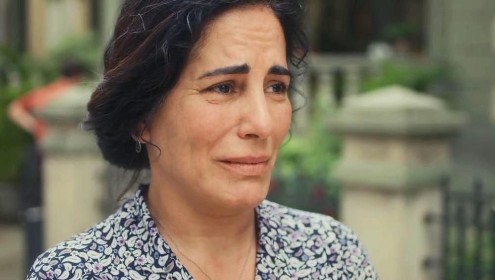 Lola (Gloria Pires) terá despedida emocionante com Carlos em Éramos Seis (Foto: Reprodução/Globo)