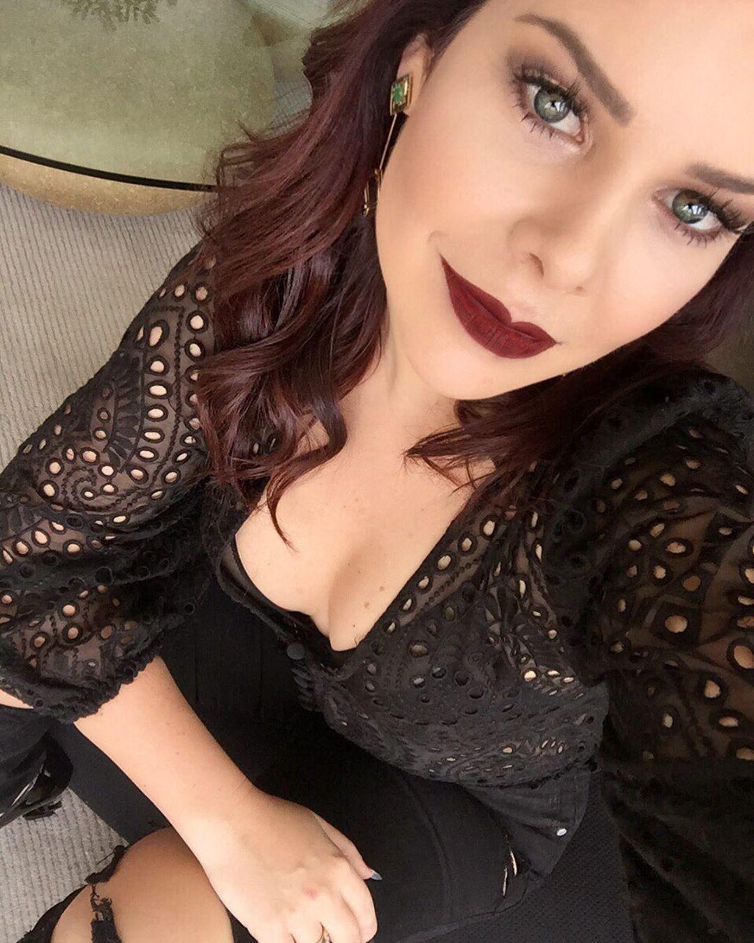 Fernanda Souza abusou do decote e da make pesada em clique (Foto: Reprodução/Instagram) Thiaguinho