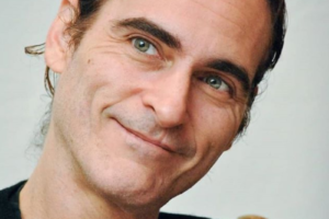 A apresentadora norte-americana Wendy Williams, zoou lábio leporino de Joaquin Phoenix e foi criticada na web (Foto: Reprodução)