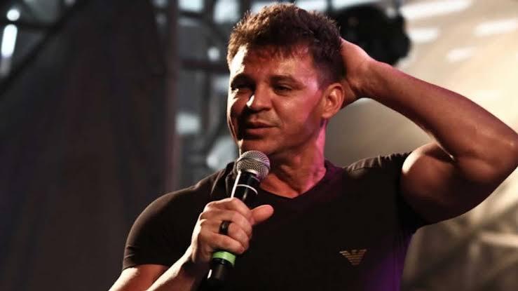 Eduardo Costa aparece bêbado em show e não atende fãs. Foto: Reprodução cantor sertanejo