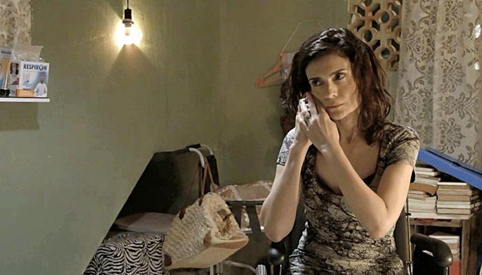 Leila (Arieta Corrêa) denuncia Magno à polícia em Amor de Mãe (Foto: Reprodução/Globo)
