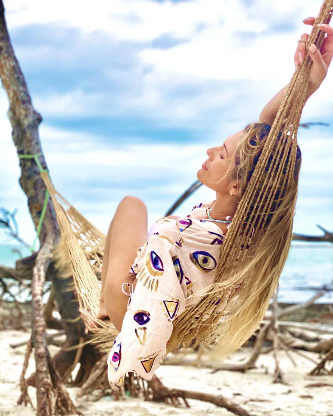 De férias, modelo relava (Foto: Reprodução/Instagram)