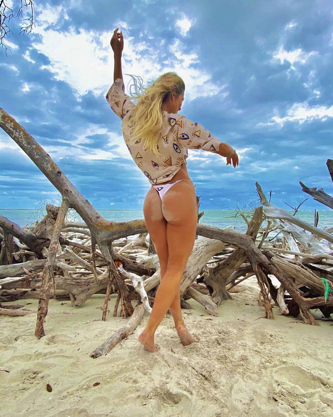 Apresentadora do Fofocalizando do SBT, se torna um dos assuntos mais comentados após fotos sensuais (Foto: Reprodução/Instagram)