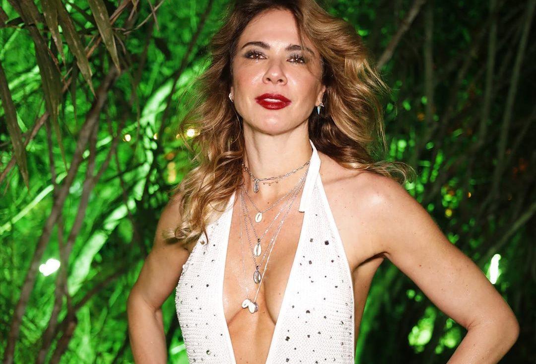 A famosa apresentadora do SuperPop da RedeTV, Luciana Gimenez deixou os seus admiradores de queixo caído ao compartilhar um clique só de biquíni no meio da neve (Foto: Reprodução/ Instagram)
