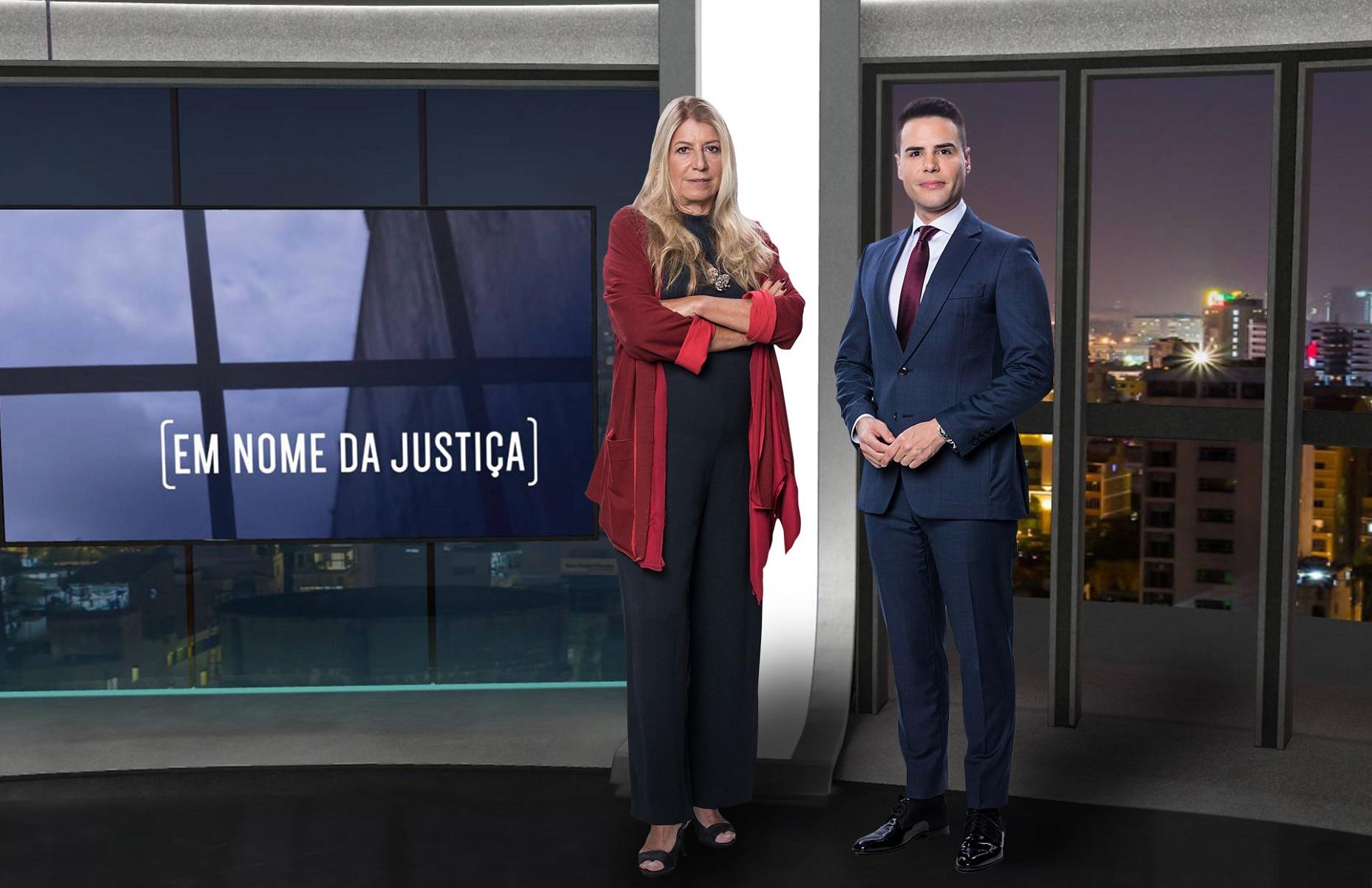 Luiz Bacci e Ilana Casoy posam no cenário de Em Nome da Justiça (foto: divulgação/RecordTV)