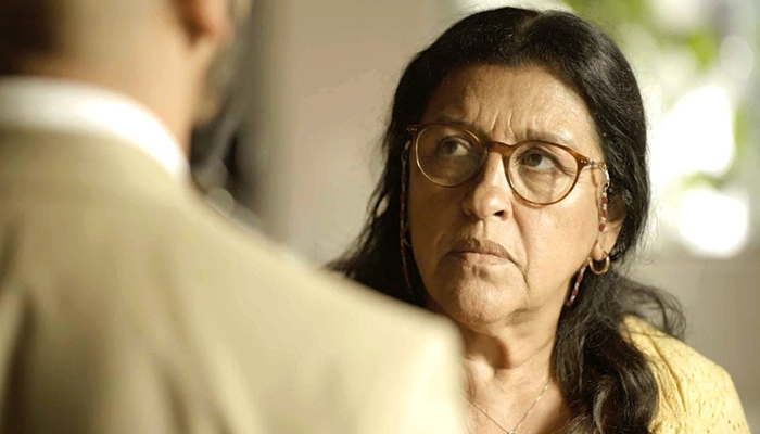 Lurdes (Regina Casé) espanta após ser desmascara em Amor de Mãe (Foto: Reprodução/Globo)