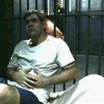 Magno (Juliano Cazarré) será esfaqueado na prisão em Amor de Mãe (Foto: Reprodução/Globo)