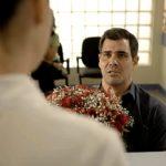 Magno pede Betina em casamento em cena da novela Amor de Mãe - Foto: Reprodução