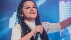 A famosa cantora sertaneja e irmã de Maiara, Maraísa se torna um dos assuntos mais comentados das redes sociais ao aparecer após cirurgia (Foto: Reprodução/Instagram)