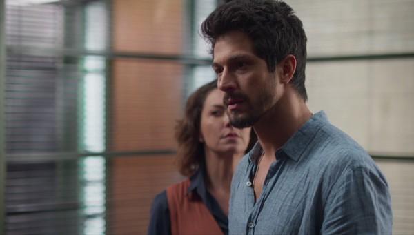 Marcos não se contem e bate em Diogo na trama de Bom Sucesso