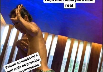 Mayra Cardi fez topless para entrar em piscina congelada (Foto: Reprodução/ Instagram) Arthur Aguiar