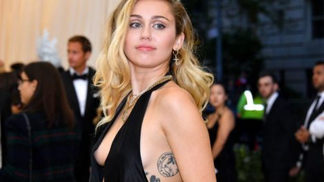 Miley Cyrus se divorcia oficialmente de Liam Hemsworth após relação conturbada (Foto: Reprodução)