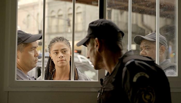 Belizário (Tuca Andrade) será preso por Miriam (Ana Flávia Cavalcanti) em Amor de Mãe (Foto: Reprodução/Globo)