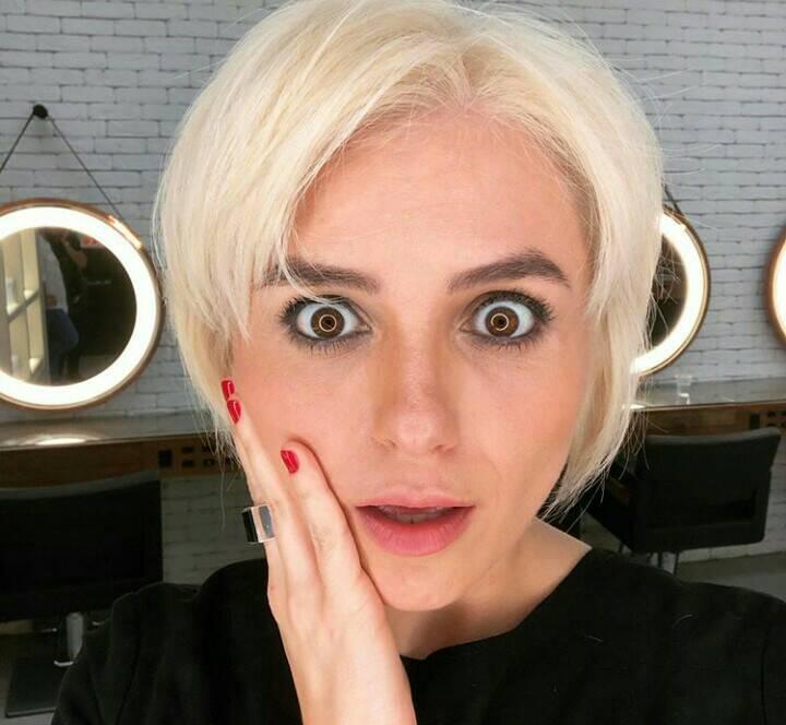 A famosa atriz Monica Iozzi decide radicalizar após chegada de 2020, platina os fios, adota visual curtíssimo e mostra tudo nas redes sociais