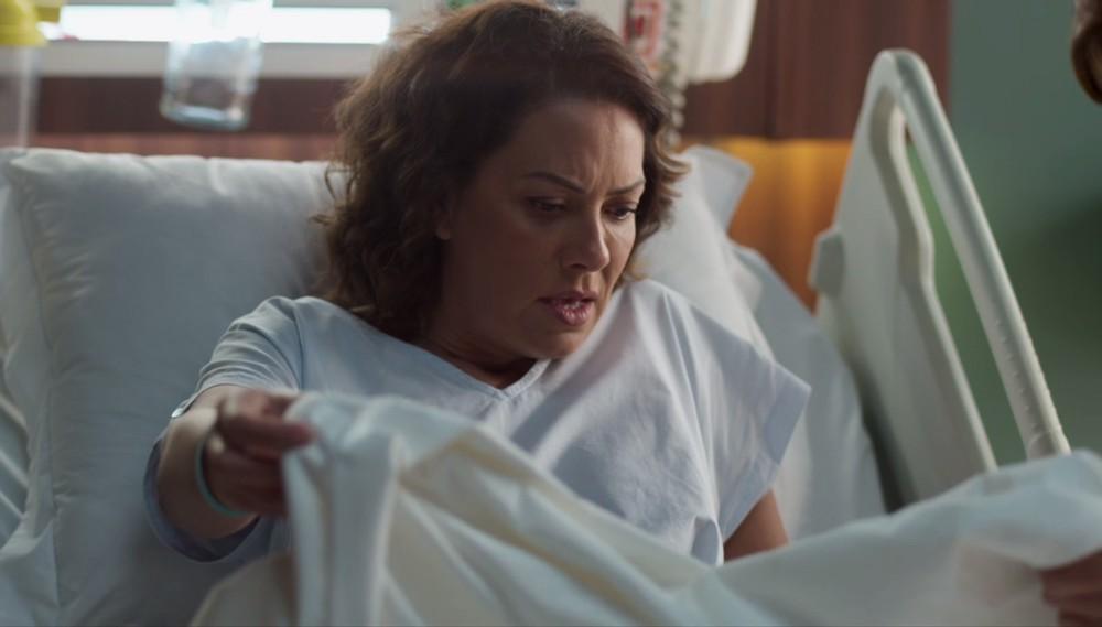 Nana descobre que perdeu o filho em Amor de Mãe (Foto: Reprodução)