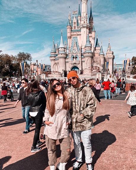 O cantor compartilhou um clique feito em um dos parques da Disney em Orlando e se despediu da viagem Instagram