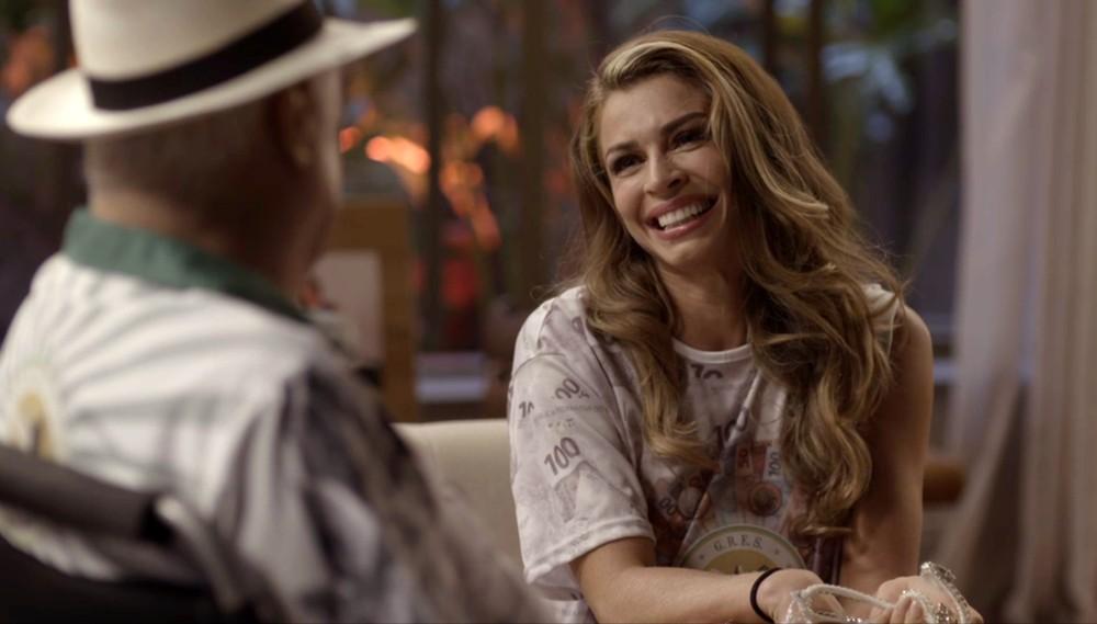 Paloma recebe agradecimento de Alberto (Foto: Divulgação/TV Globo)