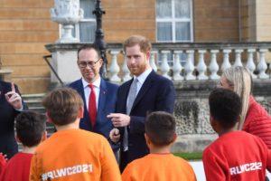Príncipe Harry fez sua primeira aparição pública depois do anúncio de afastamento da realeza (Foto: Reprodução)
